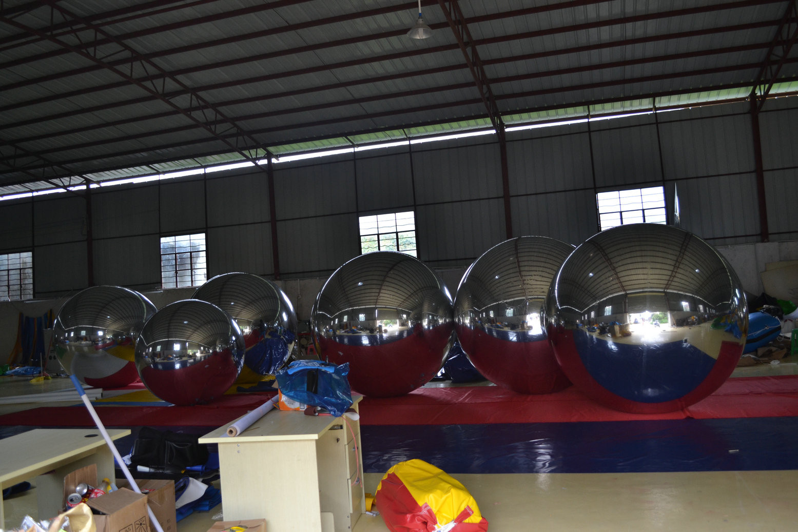 large_inflatable_advertising_balloons_strong_style_color_b82220_outdoor_strong_decorative_mirror_reflective_snow_ball